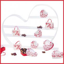 Packagings chocolats et présentoir cœur pour vitrine de St-Valentin !
